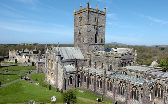 VIEW GALLERY St David s
